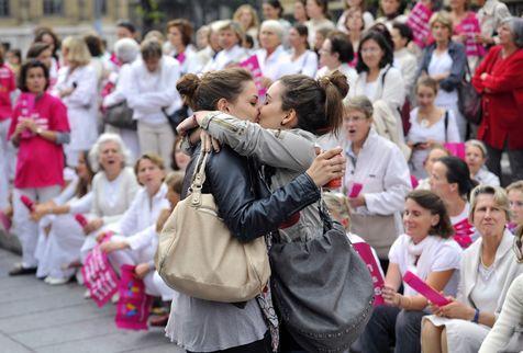 Mariage Gay : un baiser symbolique