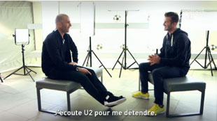L'ancien joueur Zidane interviewant le joueur de football David Beckham