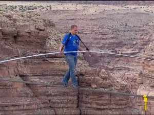 Nik Wallenda, funambule, traverse le Grand Canyon